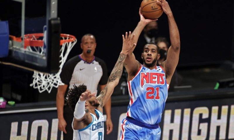 LaMarcus Aldridge brilla en su debut